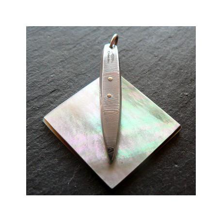 Pendentif en acier damas inox sur plaque de nacre noir