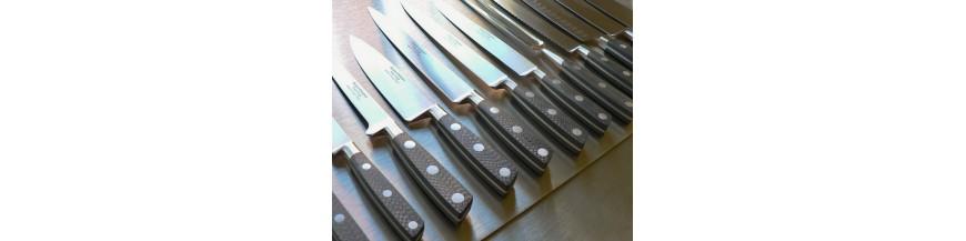 <p>Gamme de couteaux de cuisine entièrement forgés dans la masse, manche en fibre de carbone</p>