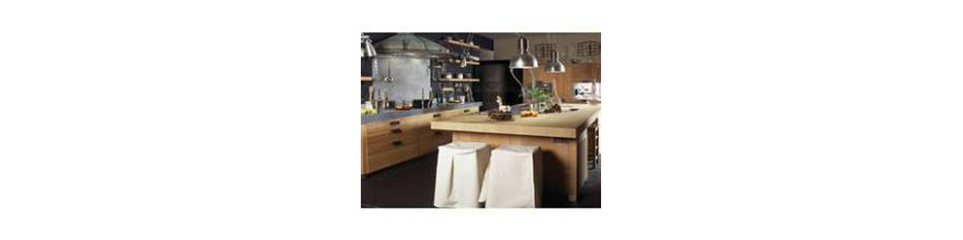 Trois ligne de couteaux de cuisine, au service des professionnels comme des particuliers à la recherche de la qualité.Acier forgé, fabrication 100% françaiseA l'unité ou avec bloc de prèsentation