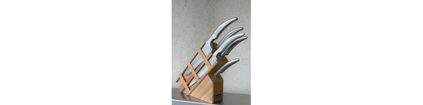 présentoir de couteau bois droit ou incliné. Possibilité de rangement de 7 à 12 couteaux Couteau cuisine Thiers Couteau cuisine Styl'ver